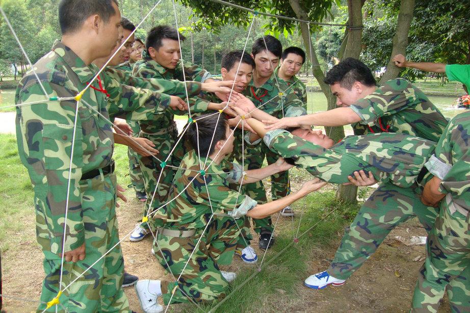 团队合作精神培养-穿越电网(蜘蛛网)